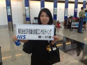 香港国際空港では、現地ガイドの務めてくれた江さんがお出迎え。