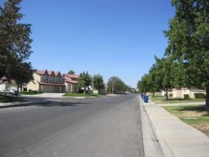 緑がはえる区画整然とした住宅地域
